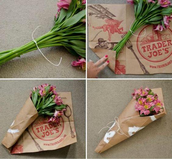 Как украсить подарок цветами 110