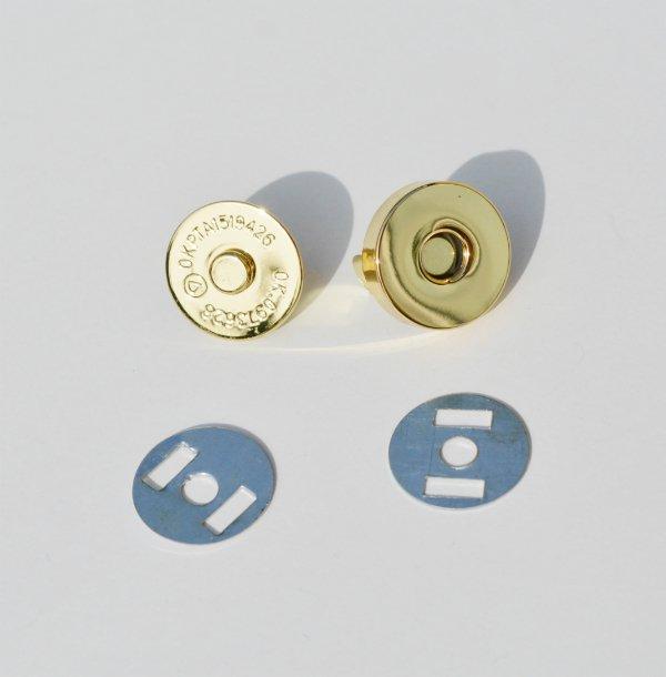 Как вставить магнитную кнопку