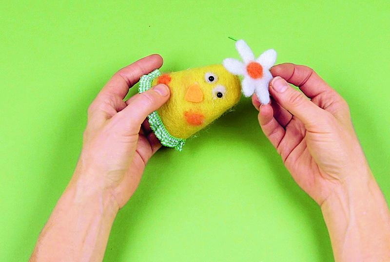 Пасхальный декор: грелки для яиц своими руками