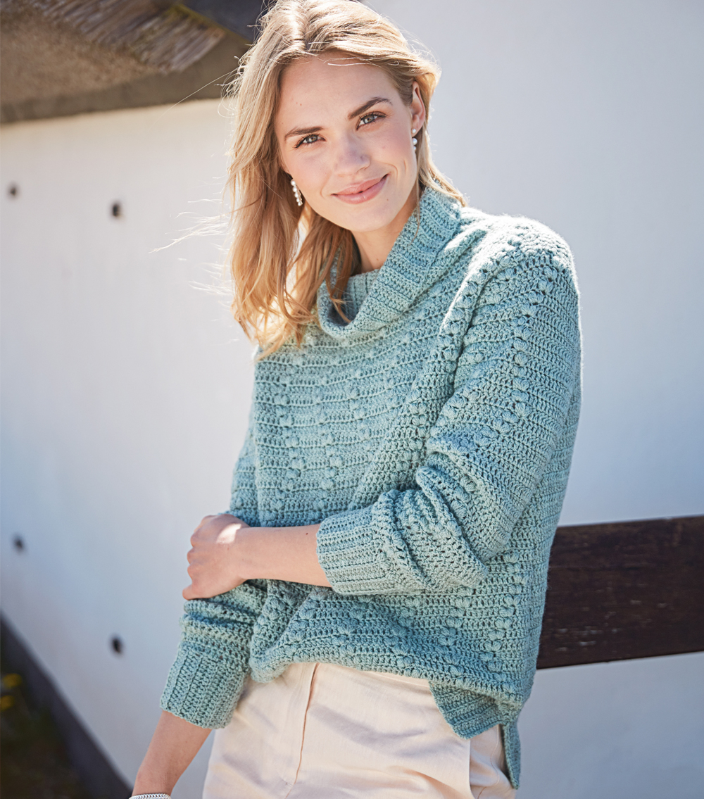 Связанный крючком свитер